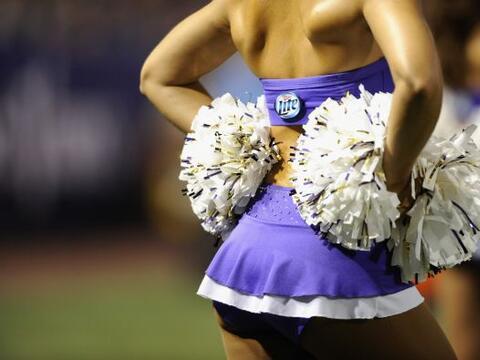 Los pompones le dan color y alegría a las coreografías de las cheerleade...
