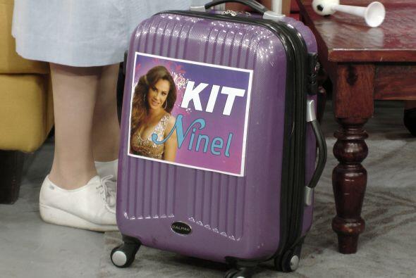 ¿Qué contendrá esa maleta con la foto de Ninel Conde? Pues sí, es la nue...