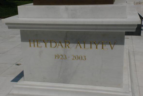 Dos años más tarde Aliyev fue nombrado líder de la...