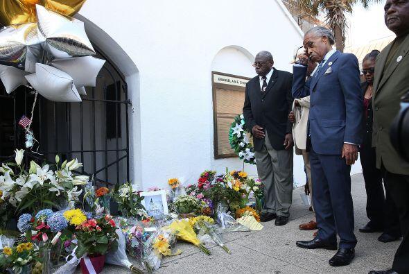 Luego de un tiroteo en una iglesia local que dejó a nueve muertos, la ci...