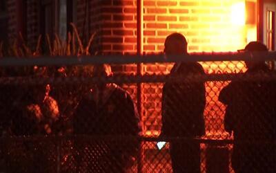 Policía interroga al sospechoso de asesinar a madre e hija en Jersey City