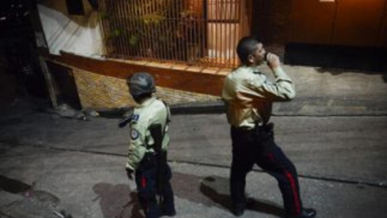 Cuatro presuntos delincuentes y dos policías murieron tras un enfrentami...