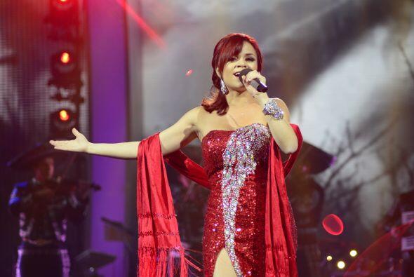 Ana Cristina entonces lo retó a otro duelo, cantando una vez m&aa...