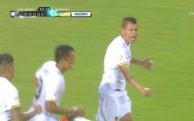 Goooolll!! Juan Carlos Arce mete el balón y marca para Bolivia