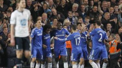 Demba Ba hizo dos de los cuatro goles del Chelsea.