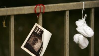 Una familia colombiana asegura que su bebé de cuatro semanas ya sabe and...