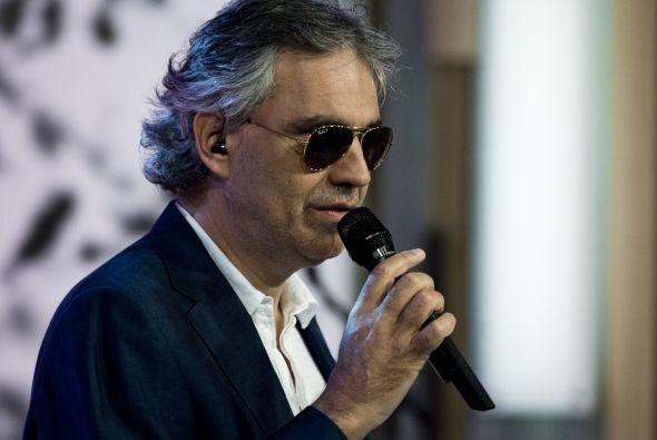 Andrea Bocelli nos deleitó con un bolero entrañable: Contigo en la dista...