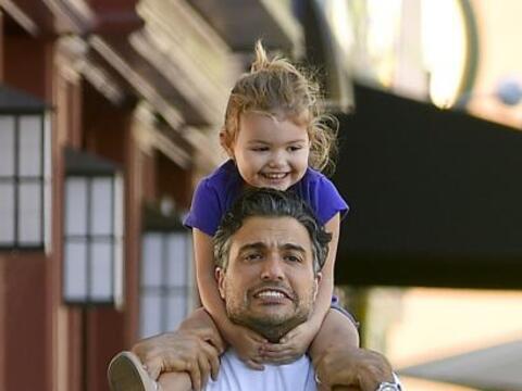 Jaime Camil es un papito encantador.