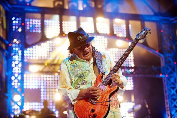 La leyenda viviente Carlos Santana hizo sonar 'Oye Cómo Va', uno...