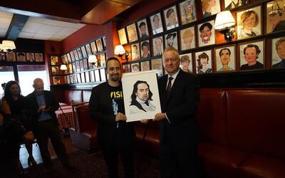 Lin-Manuel Miranda se une a las estrellas de Broadway de Sardi's