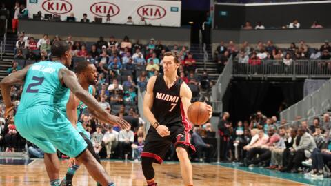 Goran Dragic anotó 33 puntos y el Heat encestó 21 triples.
