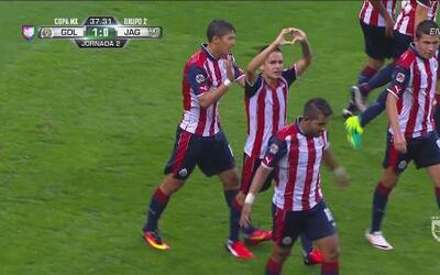 Edson Torres se luce con golazo en su debut con Chivas