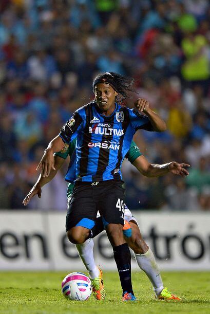 El 11 de Abril, Jornada 14, Ronaldinho visita el Estadio Azteca para enf...