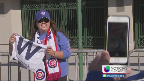Fans festejan el histórico triunfo de los Cubs