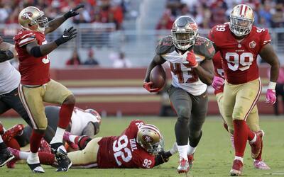 Peyton Barber anotó un touchdown en una carrera de 44 yardas.