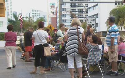 Decenas de personas esperaron horas para solicitar viviendas de bajo cos...