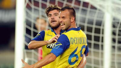 El equipo de Verona venció 4-0 a la Lazio y es líder en italia.