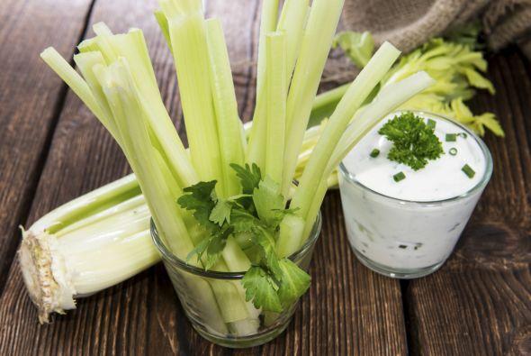 Apio El apio contiene vitamina K que mantiene la circulación sanguínea y...