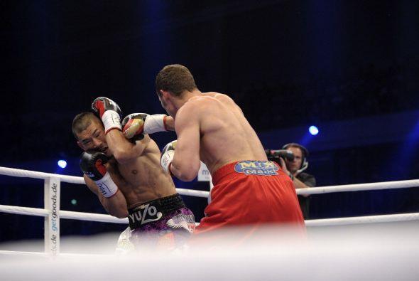 Stieglitz fue mejor desde el primer round, su mejor boxeo se impuso.
