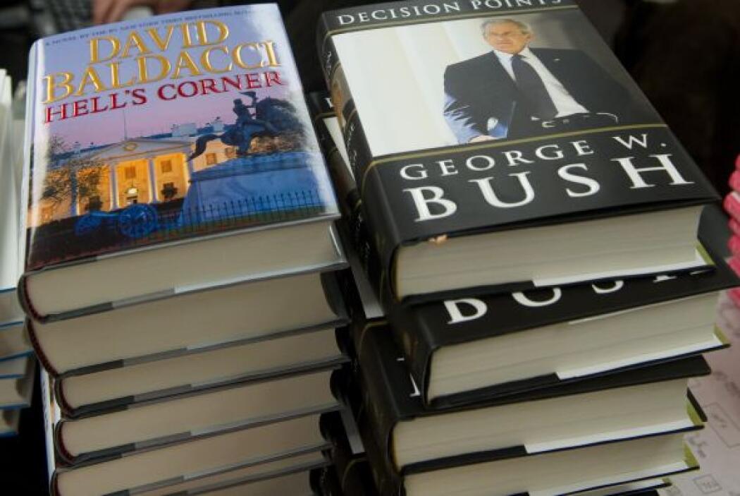 En el plano personal, el ex mandatario hace alarde en el libro de sus co...