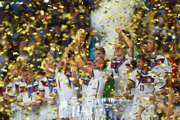 Alemania levantó la Copa Mundial tras vencer en una final ante Argentina...