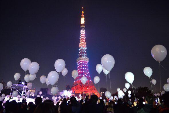 Tokio, Japón, esperó la llegada del Año Nuevo 2014 con globos.