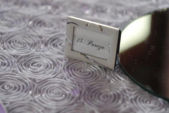 En todas las mesas, en la numeración, estaban inscritos valores como lea...