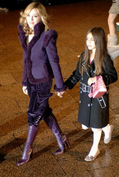 Dos años después, en noviembre, Madonna llevó a Lou...