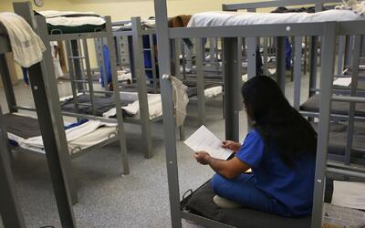 Centros de detención seguirán operando en Arizona