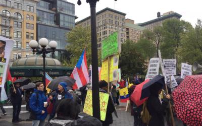 """Puerto Rico, presente con su bandera, como también """"Black Lives Matters""""."""