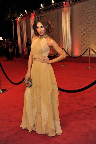 Y como toda una belleza latina, Alejandra Espinoza pero que luce especta...