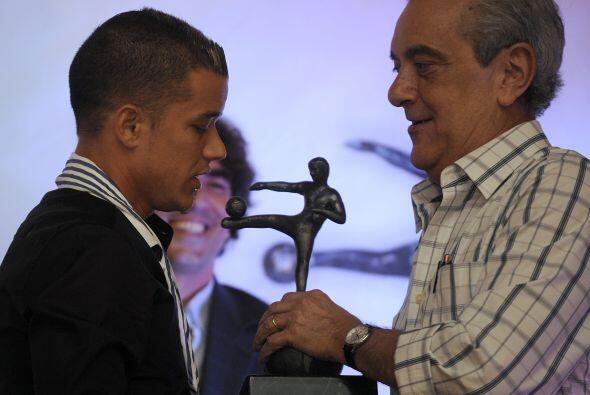 Andrés D'Alessandro recibiendo el premio al Mejor de Améri...