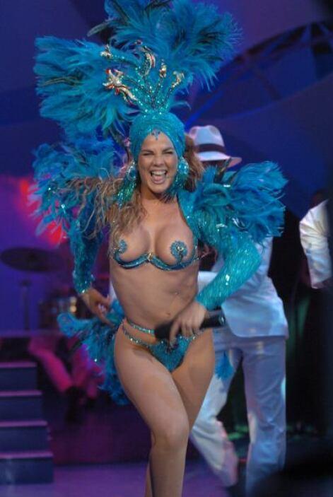 Incluso bastante vestuario que la famosa ha incluído en sus shows, ha si...