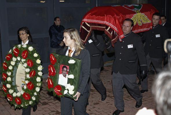 Las ceremonias fúnebres comenzaron a primera hora de la mañana con la ap...