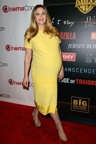 La actriz Drew Barrymore acudió a una presentación cinematográfica hace...