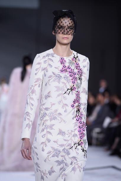Los bordados florales y colores claros fueron las tendencias que predomi...