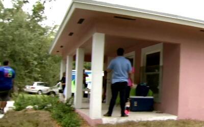 Arzobispo de Miami bendijo una casa donada a familia hispana