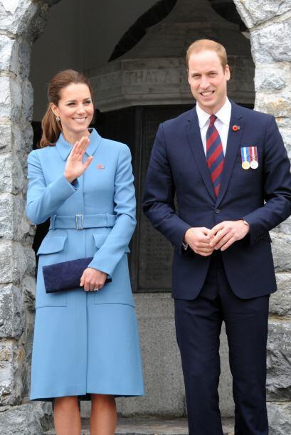 En su visita a Australia, Kate apostó por una extraordinaria crea...
