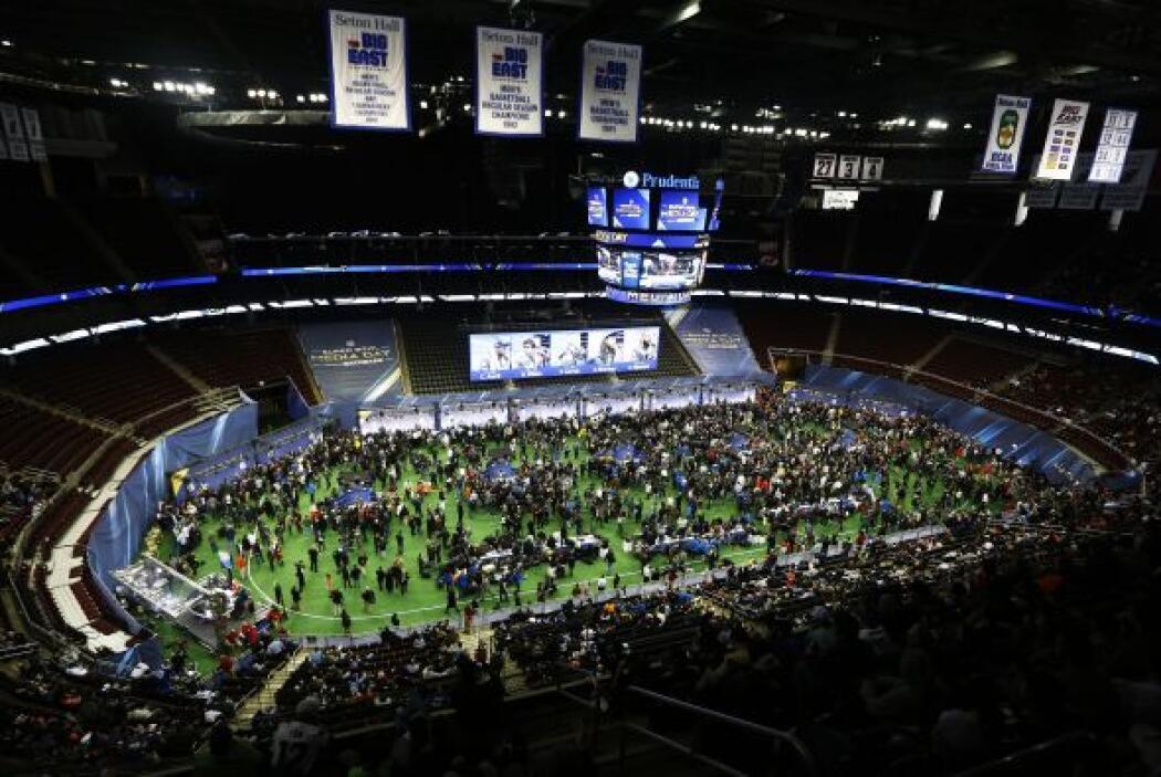 El estadio de Hockey de los Devils, el Prudential Center, lució así dura...
