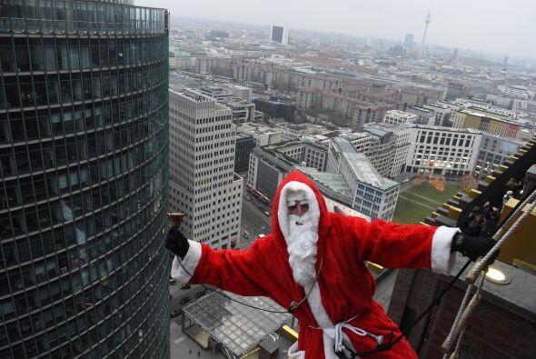 Nos queda claro que a Santa le gusta andar por las nubes, en Berl&iacute...