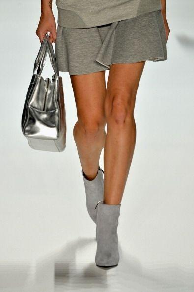 ¡Tu bolso lucirá divino en un color plateado! Este 'modelit...
