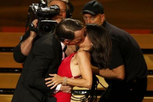 ¡Robaron cámara con ese apasionado beso robado por parte de Bryan!