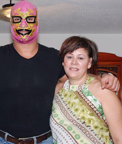 Dos Caras Jr y su Mamá...La señora Guadalupe es una orgullosa y consenti...