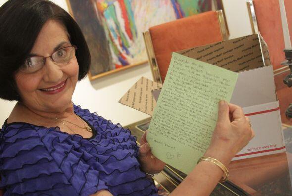 Tía María se emociona con la carta y de inmediato se pone a pensar qué r...