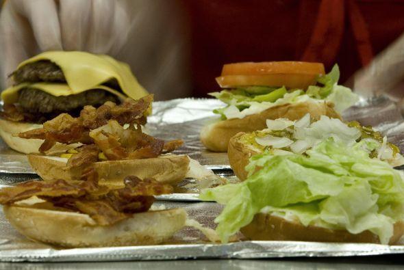 Hamburguesas cubanas: La experta en parrillas, la chef Lourdes Castro no...