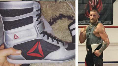 Los zapatos de boxeo de McGregor que posa luego de un entrenamiento.