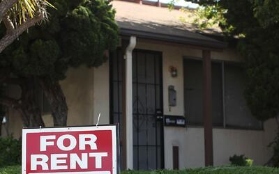 Familias del condado Orange con ingresos menores a 84,450 dólares podría...