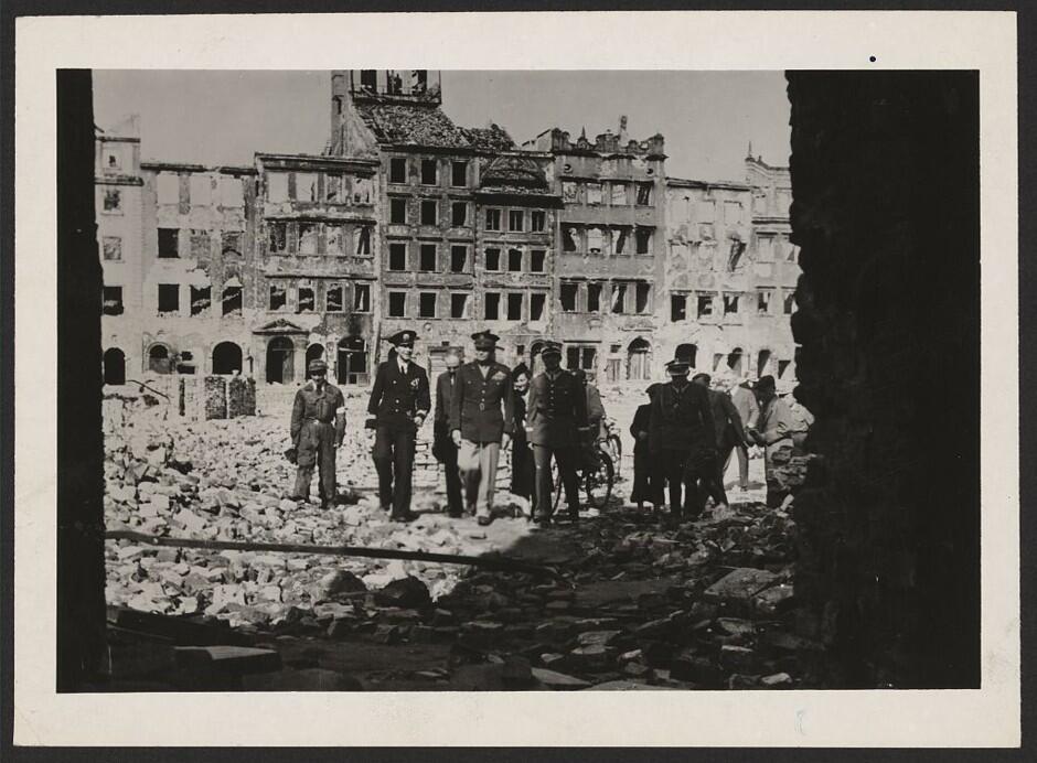El Bombardeo de Varsovia, 1944: Los desastres naturales no fueron los ún...