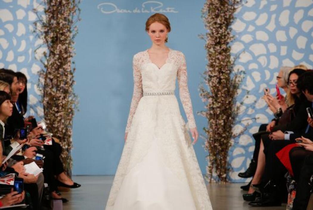 Otra opción es elegir un vestido sin detalles bordados y optar por una c...