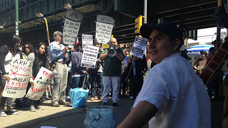 Oscar Ramírez, quien habla náhuatl, lucha por los derechos laborales.
